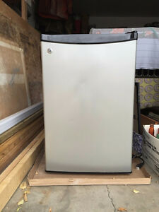 Mini Fridge 4.5 cu/ft GE *REDUCED*