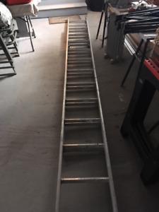 Échelle à coulisse en aluminium classe 3 - 24 pieds