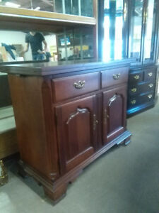 Buffet & Hutch & cabinet with extendable top