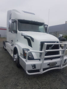 Only 395984 miles....UNDER WARRANTY...2015 VOLVO SEMI TRUCK