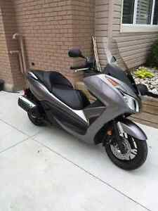 2014 Honda Forza 300  (ONLY 2400 kms).