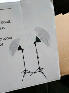 Photography Light Kit with 2 stands, umbrellas, lights