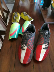 Size 9 Nike outdoor cleats soocer shoes