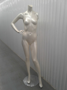 MANNEQUIN FEMALE - JUST REDUCED!!!!!!!