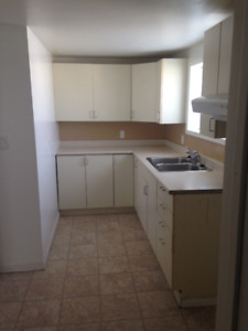 2 Bedroom - Bright upstairs apartment