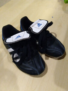Soccer shoes -Adidas, Size 9 youth