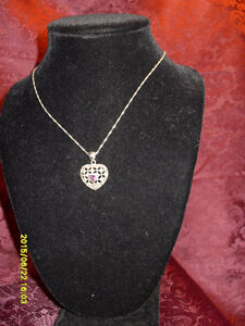 "Avon-Vintage looking ""February Birthstone ""Heart"" pendant/chain"