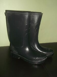 2 pairs of Water boots for sale Gatineau Ottawa / Gatineau Area image 2