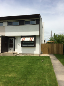 3 BDRM 2 STORY SxS TO SUBLET/RENT WINDSOR PARK