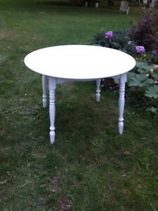 Charming White Round Table+ Three Leaves London Ontario image 1