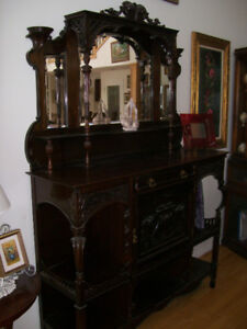 Lovely small Victorian credenza/whatnot