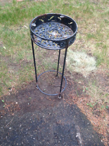 WROUGHT IRON SIDE TABLE (POT HOLDER)