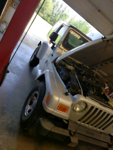 **LOW KM**  2003 Jeep Wrangler.