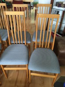 Table de cuisine en chêne véritable 4 chaises