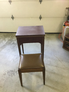 Singer SewingTable/ Bench
