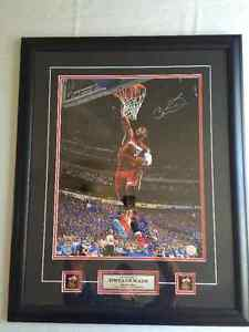 """DWYANE WADE AUTOGRAPHED 16"""" X 20"""" FRAME PHOTO PSA/DNA AUTHENTIC"""