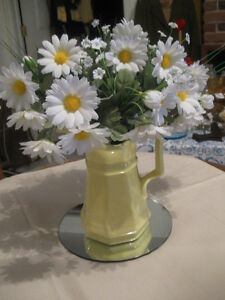 EYE-CATCHING FRESH-as-a-DAISY TABLE CENTREPIECE