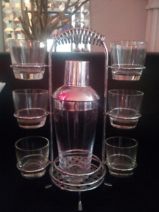 Cocktail Shaker Bar Set with Silver Chrome Caddy Holder & 6 Glas