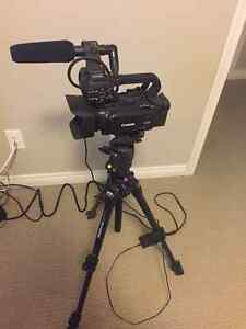 Canon XA20 Professional Video Camera with mic and tripod