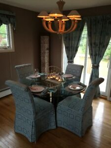 4 Dinning Room Chairs for Sale $80 obo