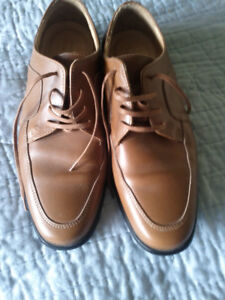 Men's dress shoes. Might be leather? Size 8 1/2.