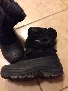 Khombu size 2 winter boots