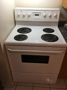 Frigidaire Stove (White) in Very Good Condition