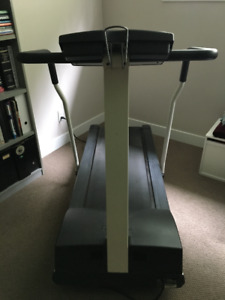 PRECOR 9.21i Low Impact Treadmill