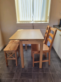 Table & 4chairs plus 2 stools