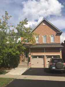 Beautiful 4 Bedrooms house in Richmond Hill