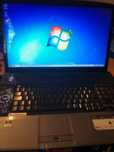 Acer 8930 - Rare - 18.4 inch laptop - windows 7