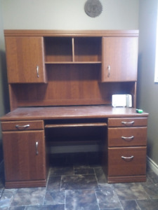Office Desk and Matching Upper Hutch