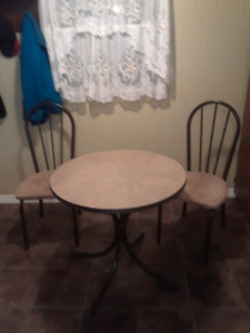 Table.with 2.chairs..Good Shape.30x30..$55..obo
