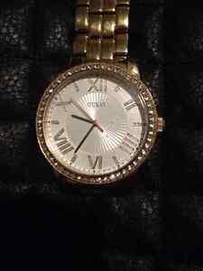 Montre GUESS Crystal Face Dress Watch - prix réduit West Island Greater Montréal image 3