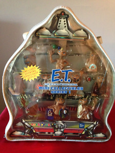 E.T. Min- Collectable Series with Traveling Case