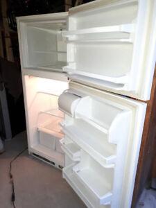 réfrigérateur,frigo très propre,dessin Labatt Bleue