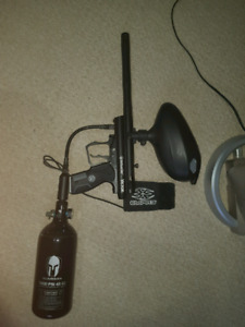 Spyder Victor Paintball Gun + Tank + Mask.