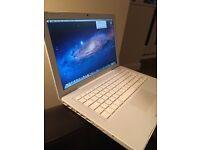 Apple MacBook A1181 2.4Ghz Intel CPU, 2GB ram, 250GB hard drive