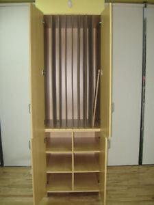 Meuble garderie range 8 matelas + 6 casiers, Escabeau en bois