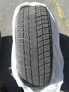 2 pneus d'hiver Snow Lion à vendre 65$ 215 70r16  (négociable)