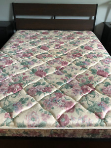 Moving sale Queen size spring mattress in excellent co