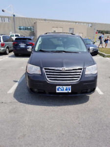 2008 Chrysler Town and Country Stow & Go seats minivan sale$5499