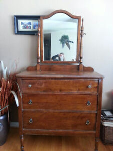 Antique 3 Drawer Dresser with Tilt Mirror