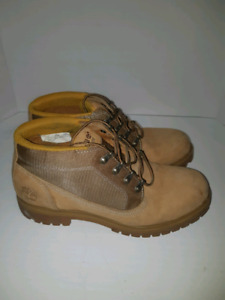 Men's Timberland Boots sz 9.5 In excellent condition