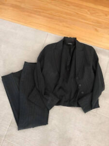Tahari Business Suit (Size 4) - Fits like a Size 6