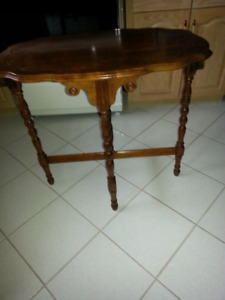 ANTIQUE TABLE WALNUT