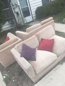 FREE L-SHAPED SECTIONAL COUCH