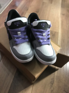 Nike Womens Shoes Size 5