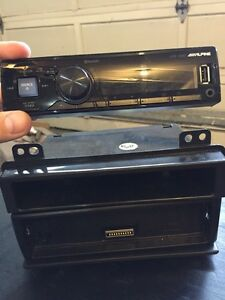 Alpine car stereo with removable face plate, usb and Bluetooth.  Regina Regina Area image 3