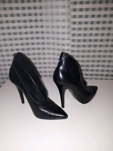 Nine West size 5.5 real leather ankle boots.